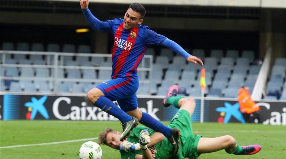 Jugada durante la goleada del Barça B al Eldense.
