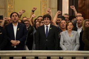 Puigdemont y Junqueras durante la DUI en2017