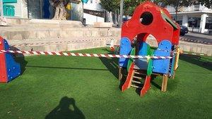 L'Escala tanca els parcs infantils
