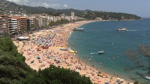 Imagen de archivo con la playa de Lloret a rebosar.