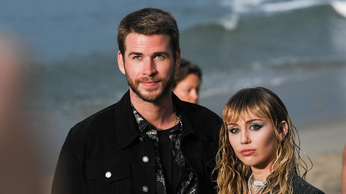 Miley Cyrus y Liam Hemsworth, en Malibú (California), el pasado 6 de junio.
