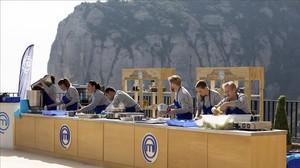 Los concursantes de 'Masterchef', cocinando en Montserrat.