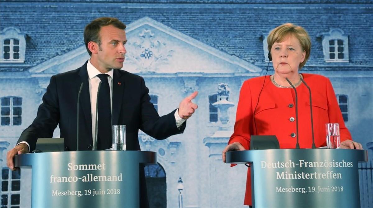Macron y Merkel, durante su comparecencia ante la prensa, en la ciudad alemana de Meseberg.