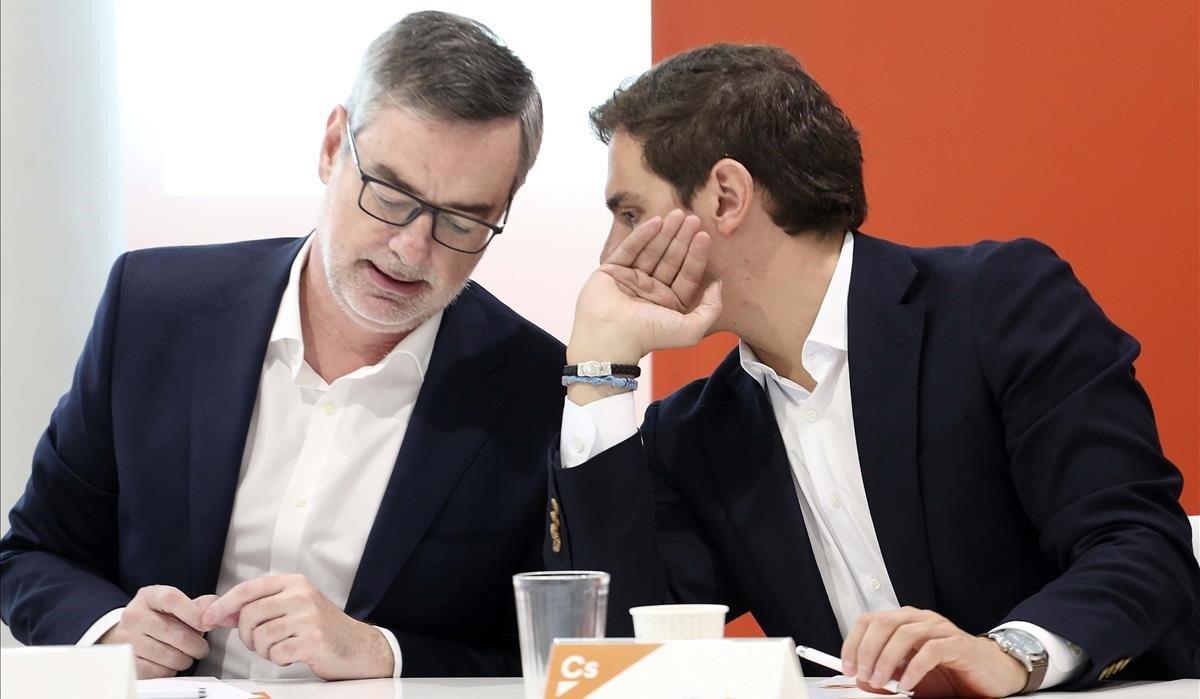 Albert Rivera, presidente de Ciudadanos, y José Manuel Villegas, secretario general, en una reunión del Comité Ejecutivo del partido.