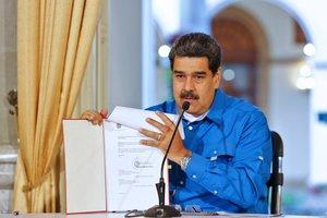 Maduro apuja el salari mínim un 375% en un context d'hiperinflació