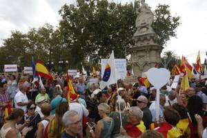 Agredit un càmera de Telemadrid en la manifestació de Cs a la Ciutadella