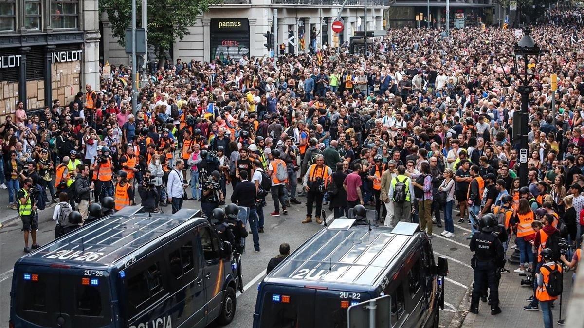 Manifestación de los CDR y la izquierda radical, en la plaza Urquinaona, el 10 de octubre.