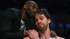 Pau Gasol y Kobe Bryant, en el 2013.