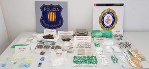 Material incautado por Mossos y Guardia Urbana.