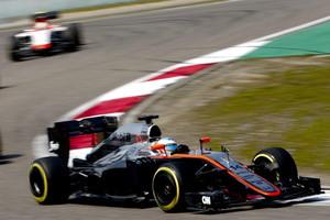 El McLaren de Fernando Alonso durante el Gran Premio de China.