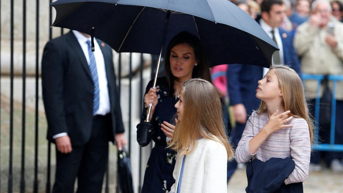 Letícia i la reina Sofia posen sense tensions a la missa de Pasqua