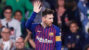 Messi agradece al público del Villamarín su ovación tras el 1-4.