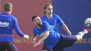 Messi y Griezmann, en el entrenamiento previo al duelo con el Villarreal.