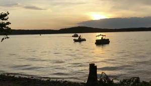 11 muertos y cinco desaparecidos al hundirse un barco para turistas en un lago de Misuri