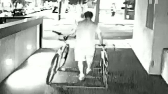 Així robava un lladre a trasters de Barcelona | VÍDEO