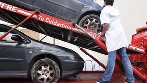 El municipio de Verges amanece con más de 150 coches con las ruedas pinchadas.