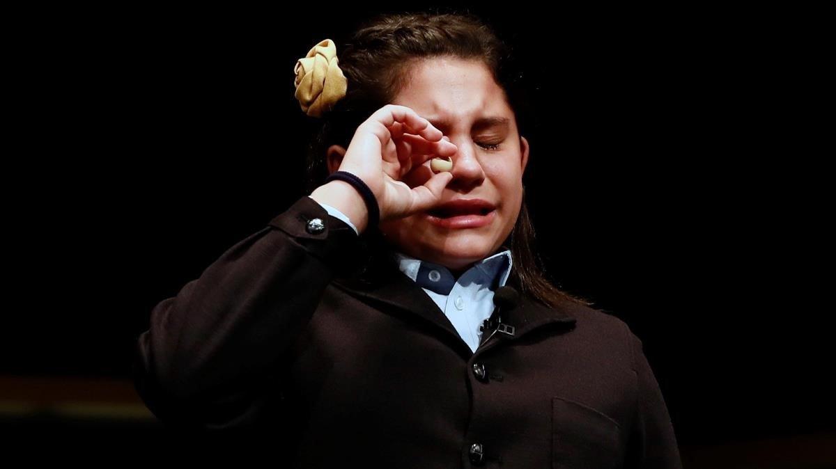 Nerea Pareja Martínez, emocionada y llorando, tras cantar el quinto premio.