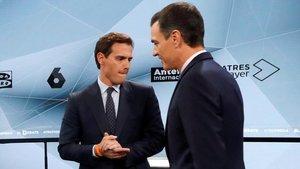 Pedro Sánchez y Albert Rivera en los minutos previos al inicio del debate.
