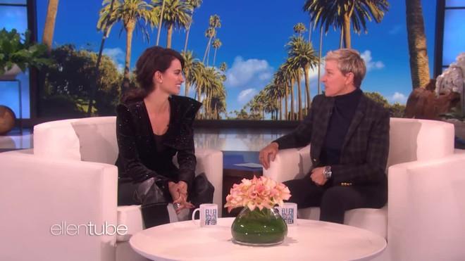 Penelope Cruz intenta enseñar castellano a Ellen DeGeneres.