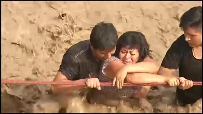 La peores inundaciones del Perú moderno, dejan más de 60 muertos.