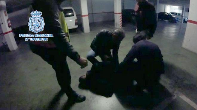 La Policía Nacional detiene a un narcotraficante en Castelldefels e interviene cerca de 5 kilos de cocaína.