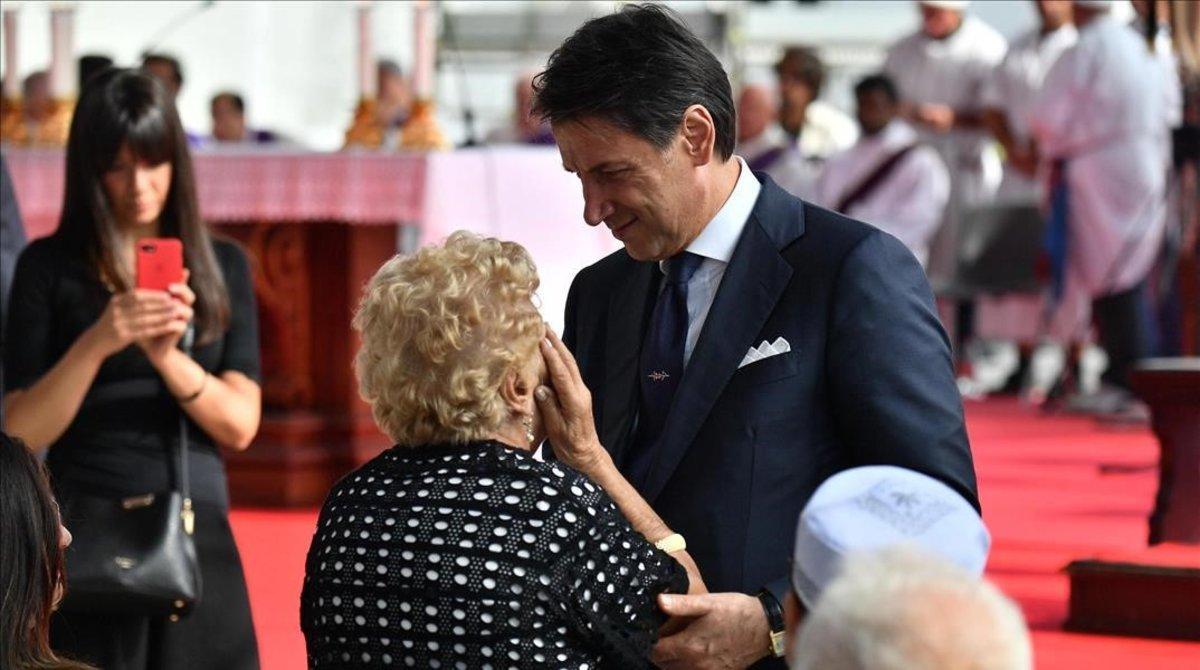 El primer ministro italiano, Giuseppe Conte, asiste a la ceremonia conmemorativa de las víctimas en el primer aniversario del colapso del puente de la autopista Morandi en Génova