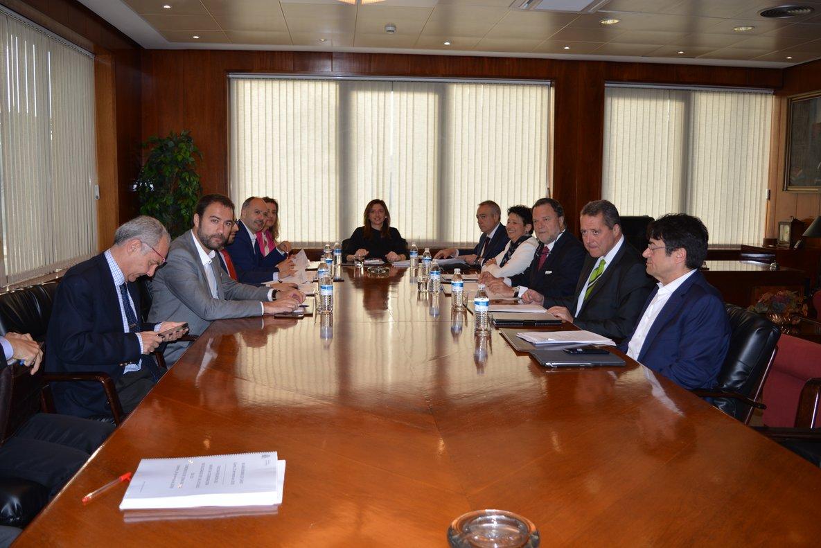La primera reunión de los nuevos delegados y la subsecretaria de Hacienda.
