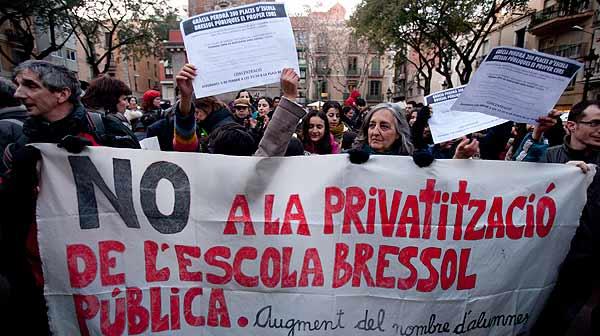 Protesta contra la privatización de las escoles bressol