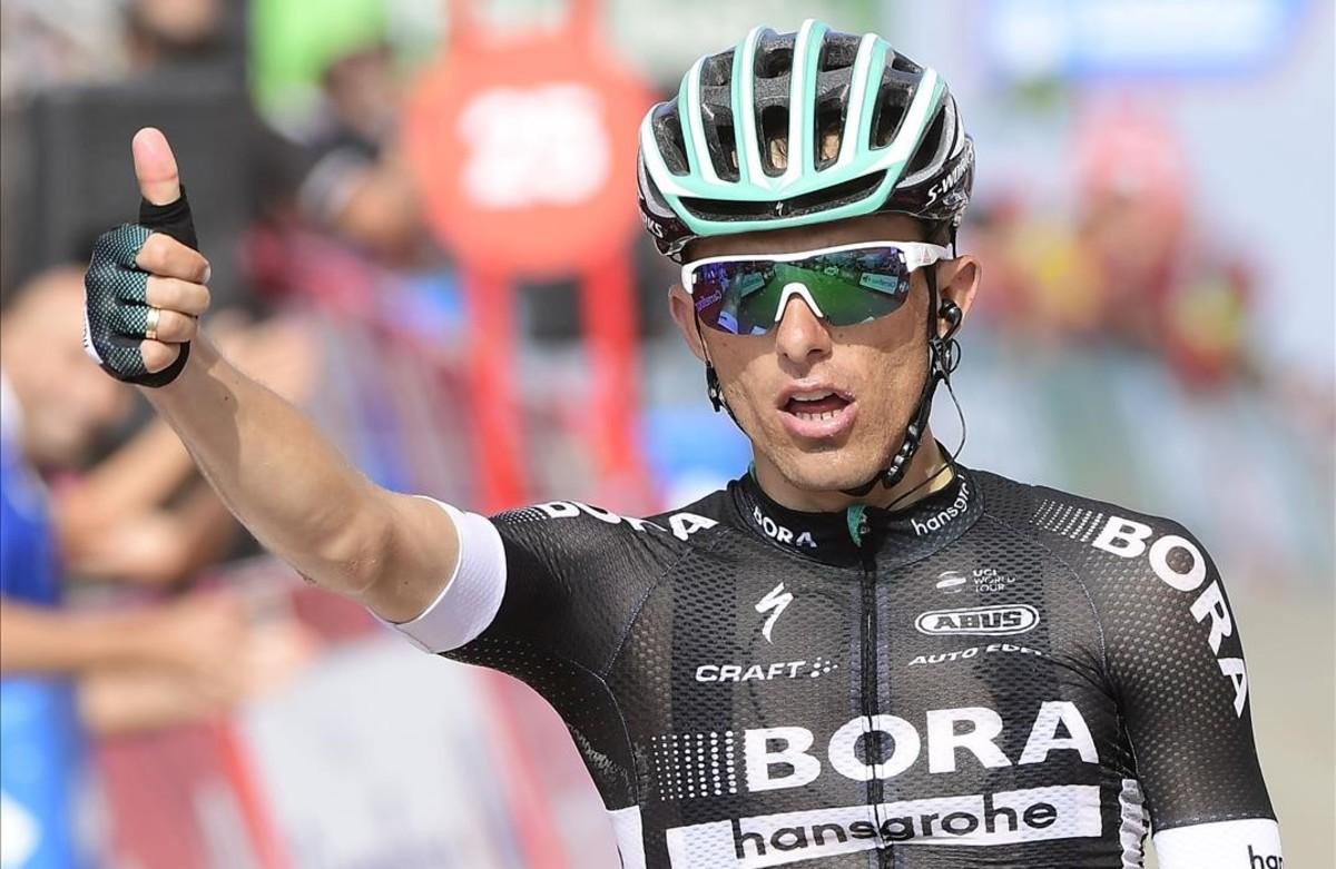 Rafal Majka triunfa en la cima de la Pandera, en Jaén.