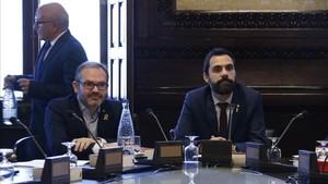 Roger Torrent y Josep Costa, esta mañana, en la reunión de la Mesa.