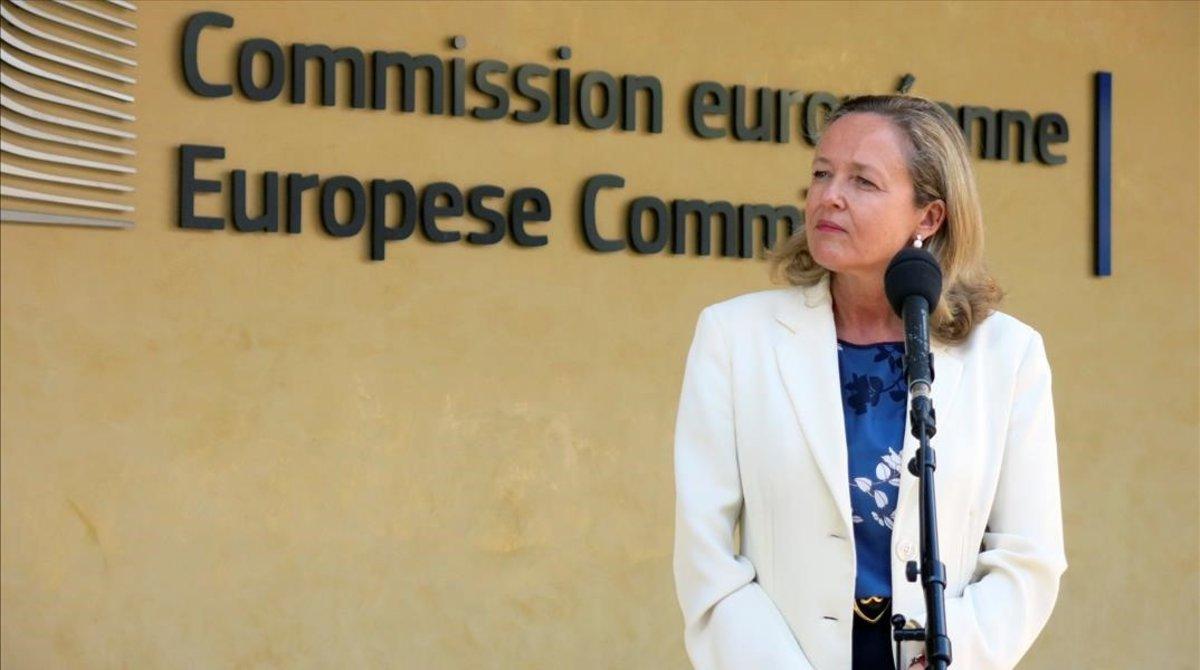 La vicepresidentaNadia Calviñoatiende a los medios durante su visita este lunes a la Comision Europeaen Bruselas.