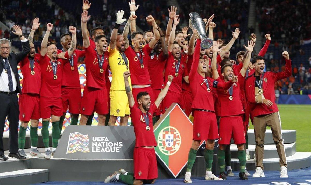 La selección portuguesa celebra el triunfo con el primer trofeo de la Liga de Naciones.