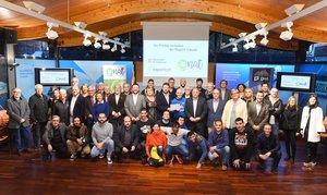 Sergi Mingote (de azul, centro) junto al secretari general de lEsport, Gerard Figueras, y el resto de representantes yasistentes a la presentación de los Premis Inclusius de lEsport Català