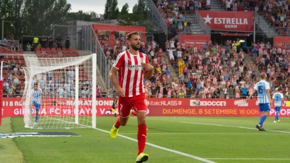 Stuani celebra su gol al Málaga en Girona.