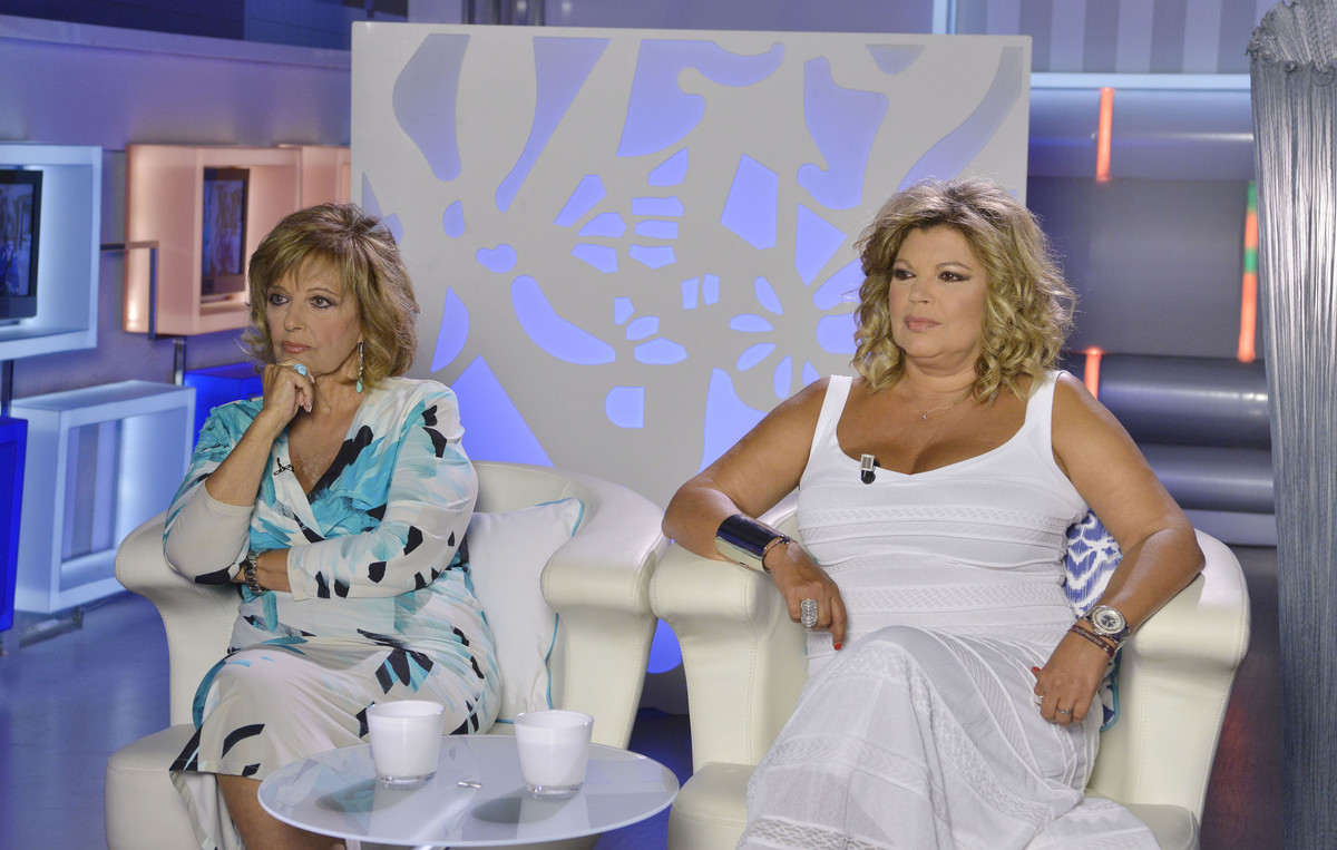 Maria Teresa Campos y su hija Terelu, en el debate posterior a la emisión de Las Campos.