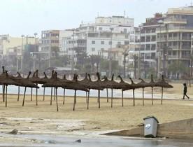 Mal tiempo en una playa de Mallorca.