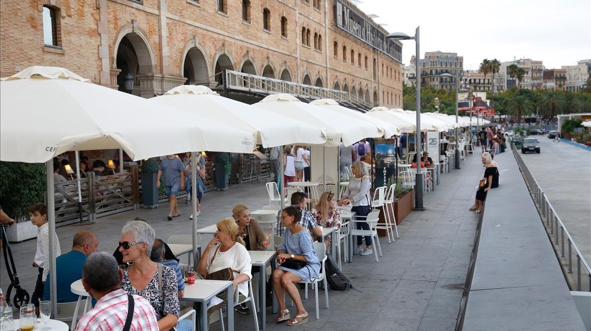 Las terrazas ampliadas en el Palau de Mar, a principios de semana.