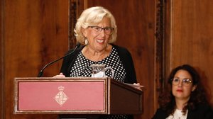 Carmena no descarta ser Defensora del Poble: «Pot ser»