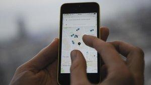Un usuario de Uber utilizando la aplicación.