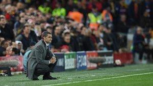 Valverde asiste en Anfield a la caída del Barça en la Champions.
