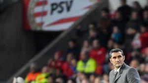 Valverde, en el campo del PSV.