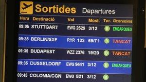 Vuelos cancelados de Ryanair en una pantalla en el aeropuerto de Barcelona-El Prat.