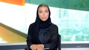 Waem al Dajil, durante su primer informativo como presentadora en la televisión estatal saudí.