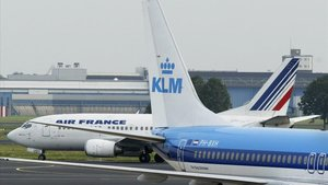 Dos aviones de compañías europeas en el aeropuerto deSchiphol.