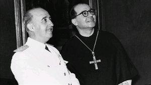 El general Francisco Franco y AureliMaria Escarré, abad de Montserrat, en una imagen de archivo.