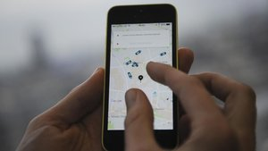 Uber també suspèn la seva activitat a València