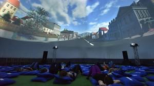 Proyección de 'Islandia en 360º' al lado del Arc del Triomf en las fiestas de la Mercè.