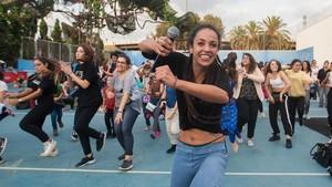 Un grupo de baile urbano, en el parque de la Trinitat, por las fiestas de la Mercè.