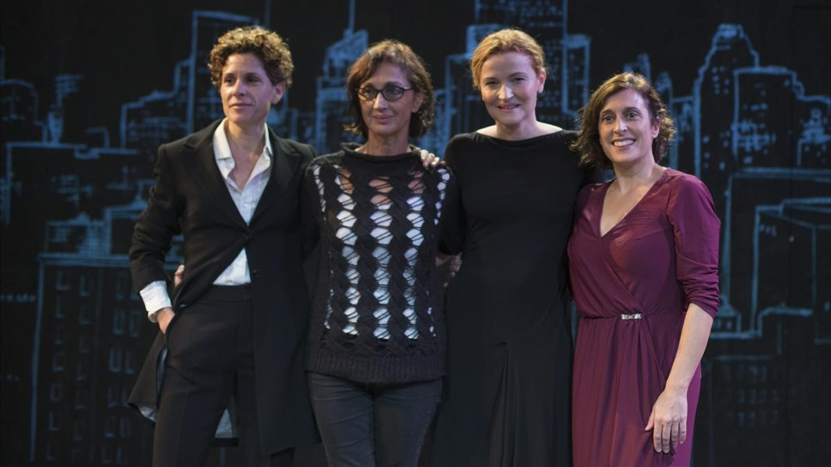 Marta Marco, Sílvia Munt, Cristina Genebat y Clara Segura, en el escenario de La Villarroel.