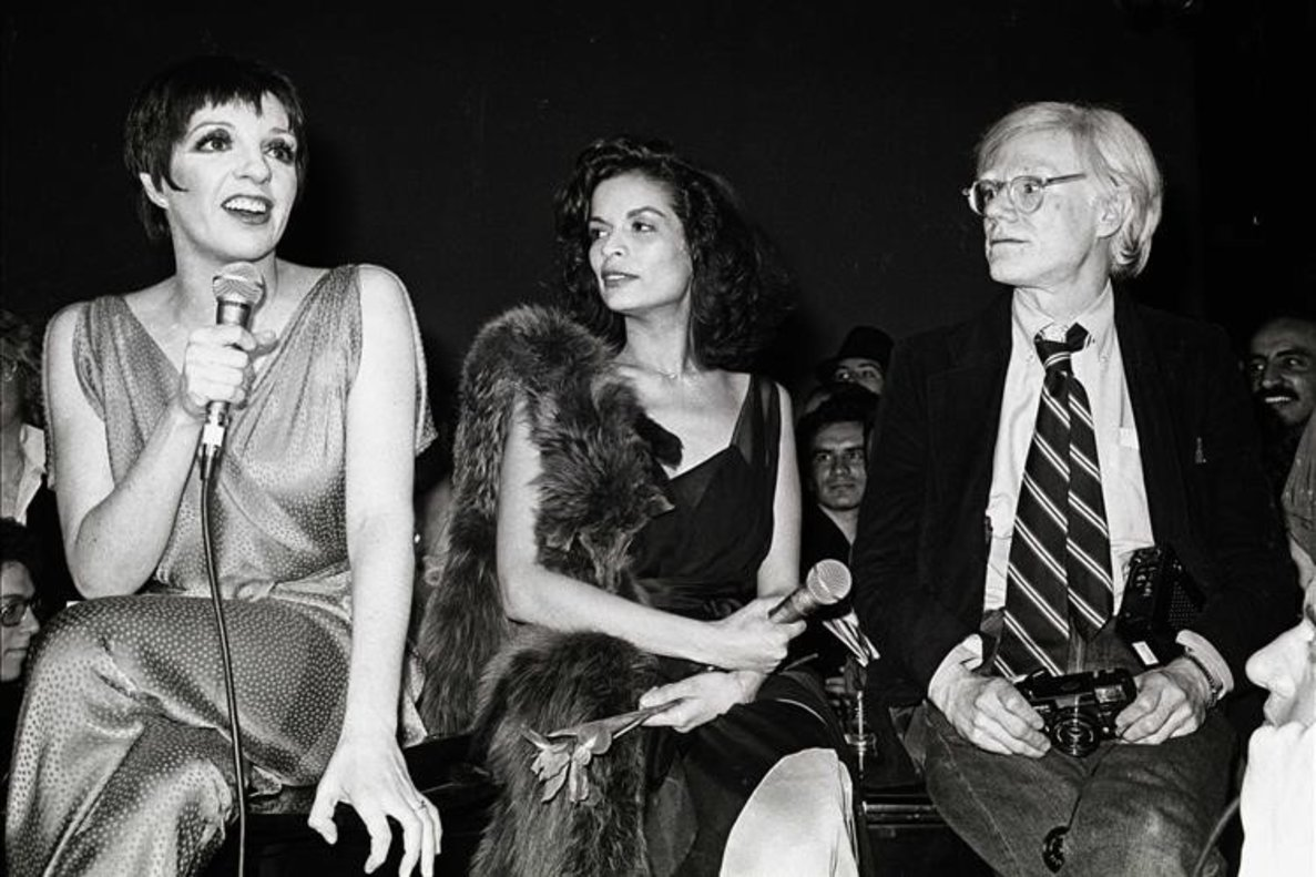 Liza Minelli, Bianca Jagger y Andy Warhol en Studio 54.